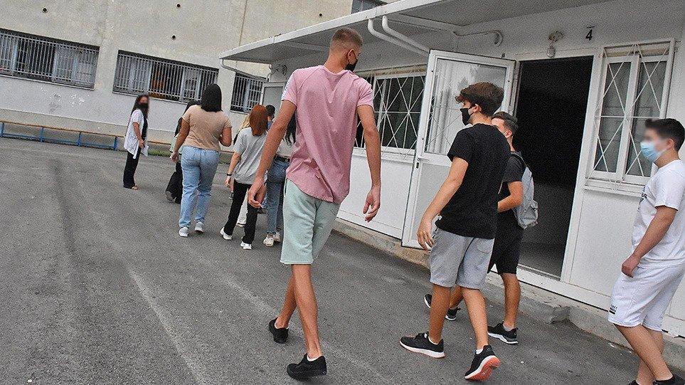 Κορωνοϊός και παιδιά: Αυξάνονται τα κρούσματα – Συναγερμός για την ηλικιακή ομάδα 12-17 χρόνων