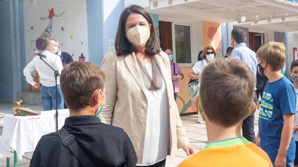Κεραμέως: Λιγότερα κρούσματα σε σχολεία με υψηλά ποσοστά εμβολιασμού – Τι είπε για την αξιολόγηση