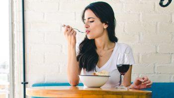 Έξτρα ωφέλιμα αλλά και αποκρουστικά τρόφιμα – Θα τα δοκιμάζατε;