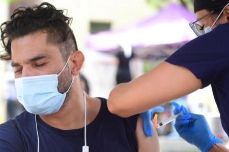 Για πρώτη φορά στο «τραπέζι» η… 4η δόση εμβολίου για τον κορωνοϊό από το αμερικανικό CDC